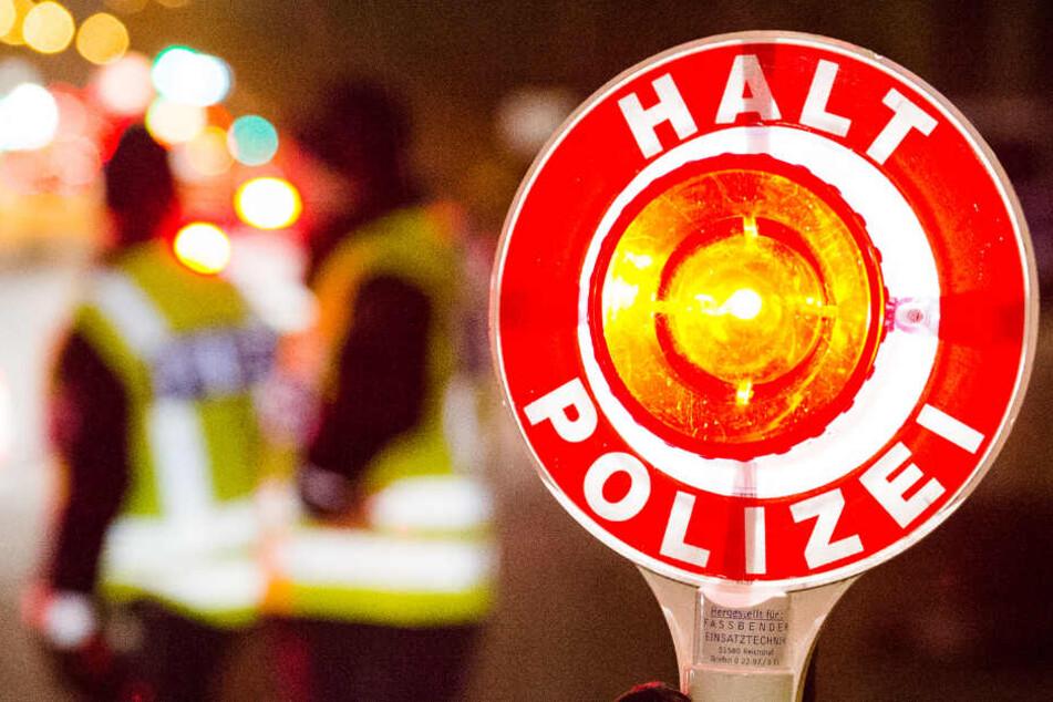 Der Polizist hatte die Autofahrerin einer Verkehrskontrolle unterzogen. (Symbolbild)