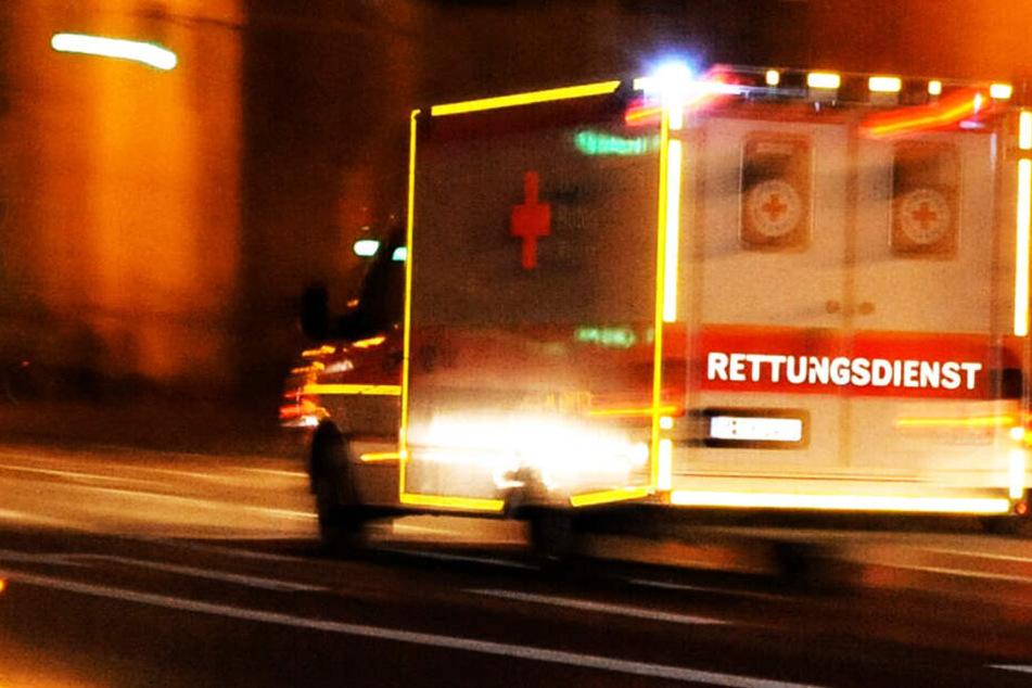 Junges Mädchen bei Unfall schwer verletzt: Passat fährt auf Taxi auf