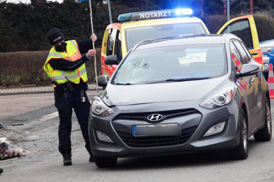 Autofahrer erfasst Fußgängerinnen (57, 77) in Heidenau und verletzt sie schwer