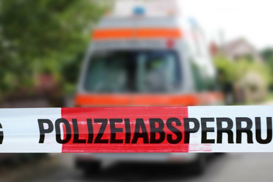 Ein Fußgänger ist von einem Auto tödlich verletzt worden. (Symbolbild)