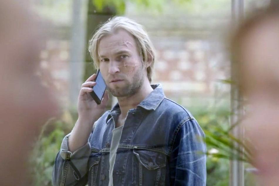 Nachdem Sarah mit ihm Schluss gemacht hat, sieht Felix sie zufällig mit seinem Vater Richard.