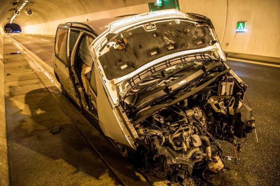 Der VW Sharan ist ein völliges Wrack.