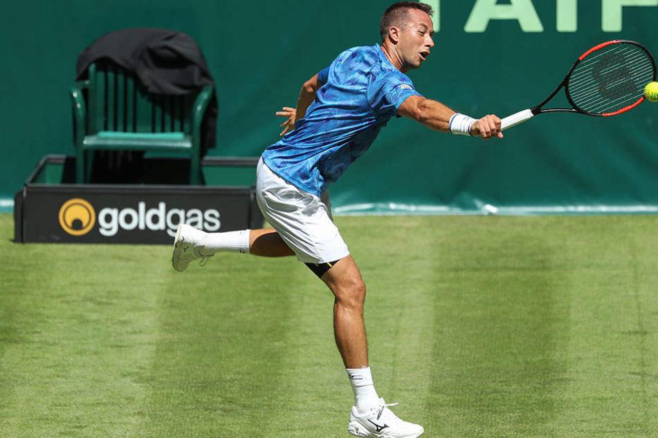 Philipp Kohlschreiber (33) setzte sich mit zwei Gewinnsätzen gegen den Portugiesen Joao Sousa durch.