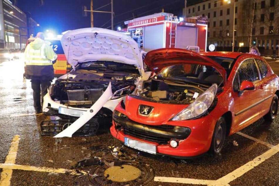 Kreuzungs-Crash in der Chemnitzer City: Mehrere Verletzte!