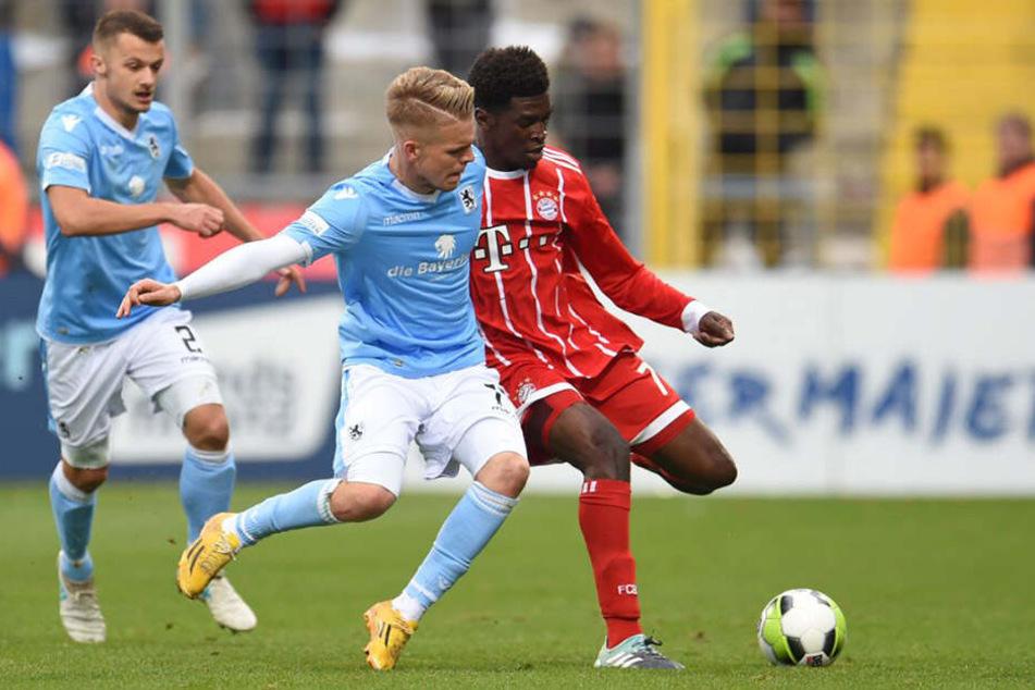 Kwasi Okyere Wriedt (r.) vom FC Bayern München II und Daniel Wein vom TSV 1860 München werden um den Klassenerhalt kämpfen müssen.