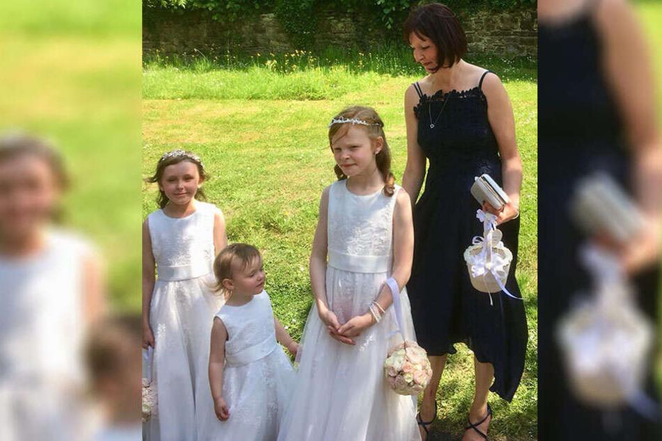 Claire mit ihren drei Töchtern.