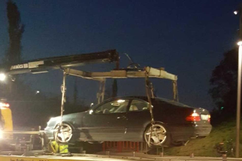 """Die Polizei schleppte diesen mit 100 PS """"überzüchteten"""" Benz ab."""