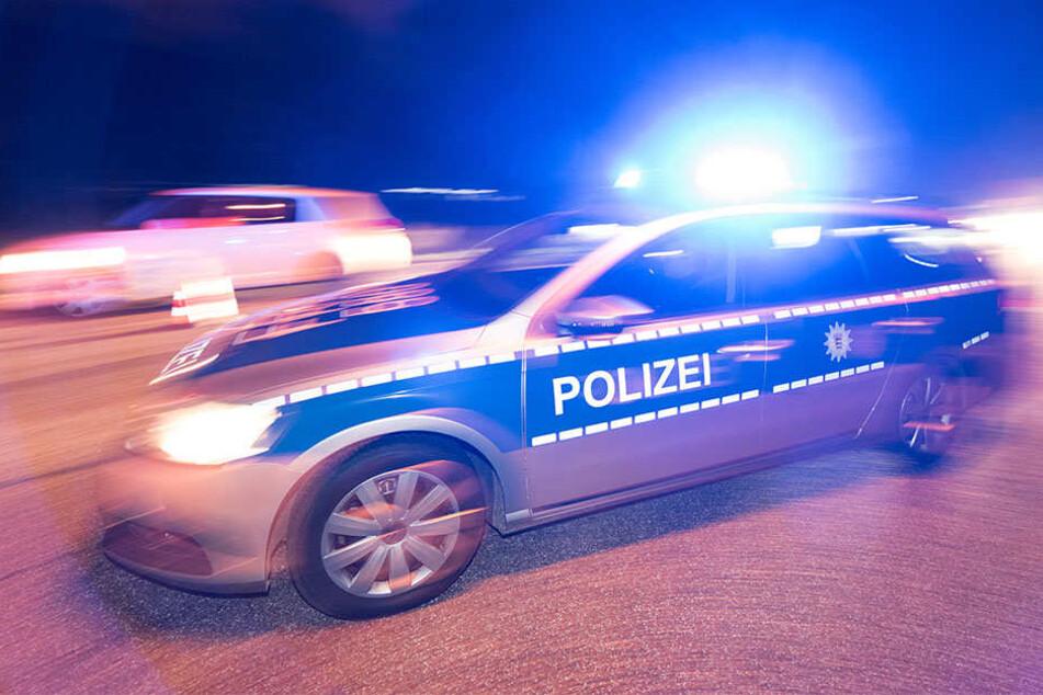 Der betrunkene Fahrer krachte mit seinem Ford gegen einen Lichtmast.