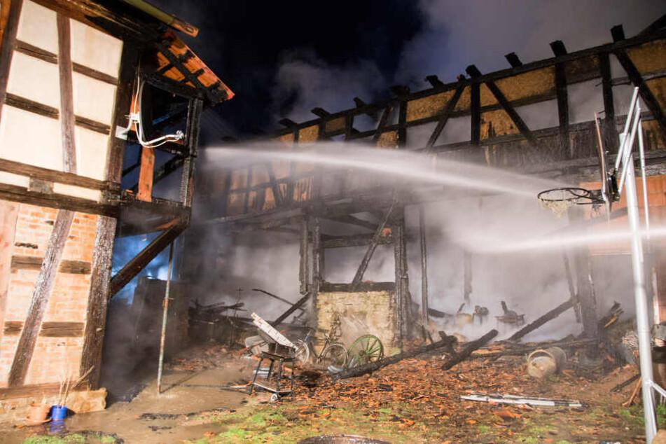 Das Haus war nach dem Löscheinsatz der Feuerwehr unbewohnbar.