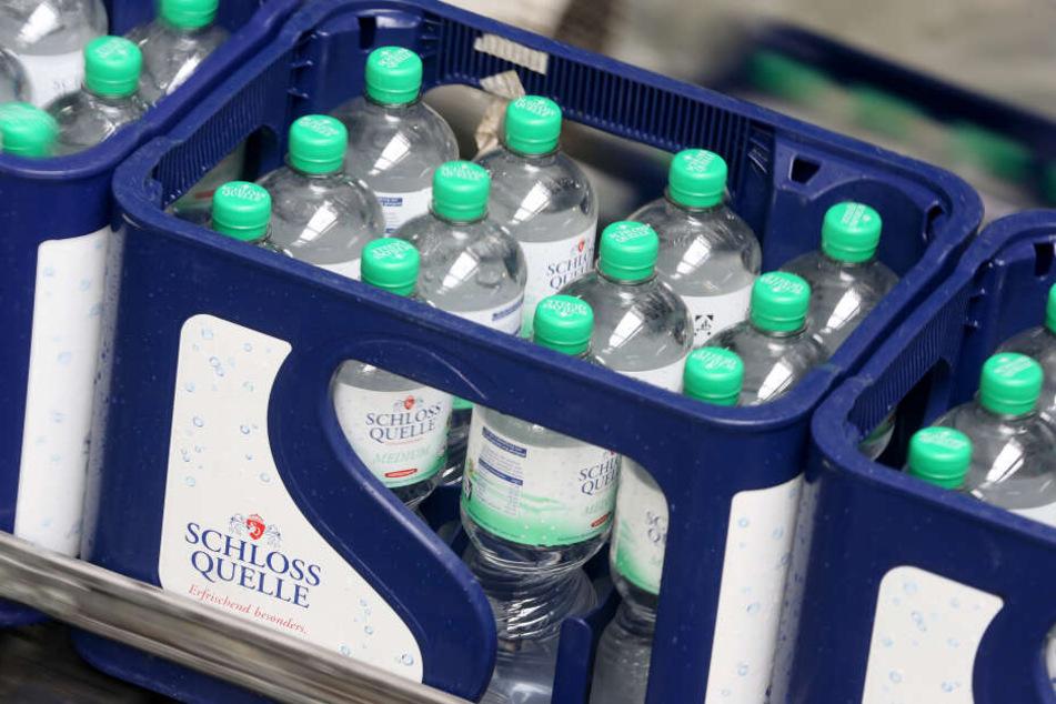 Eine Kiste Mineralwasser.