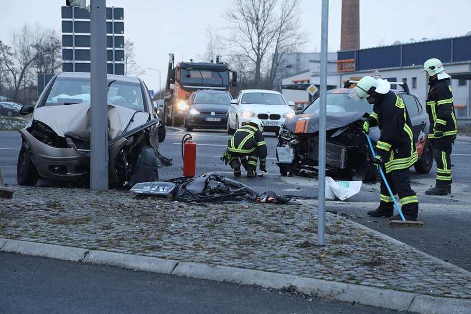 Zweimal Totalschaden auf Kreuzung B170/ S191.