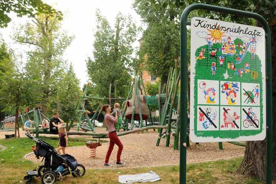 Die Spielgeräte von mindestens 10 Spielplätzen in Leipzig sollen barrierefrei umgestaltet werden.