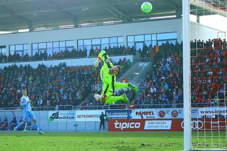 Spektakuläre Flugeinlage von Johannes Brinkies im Derby gegen den CFC.