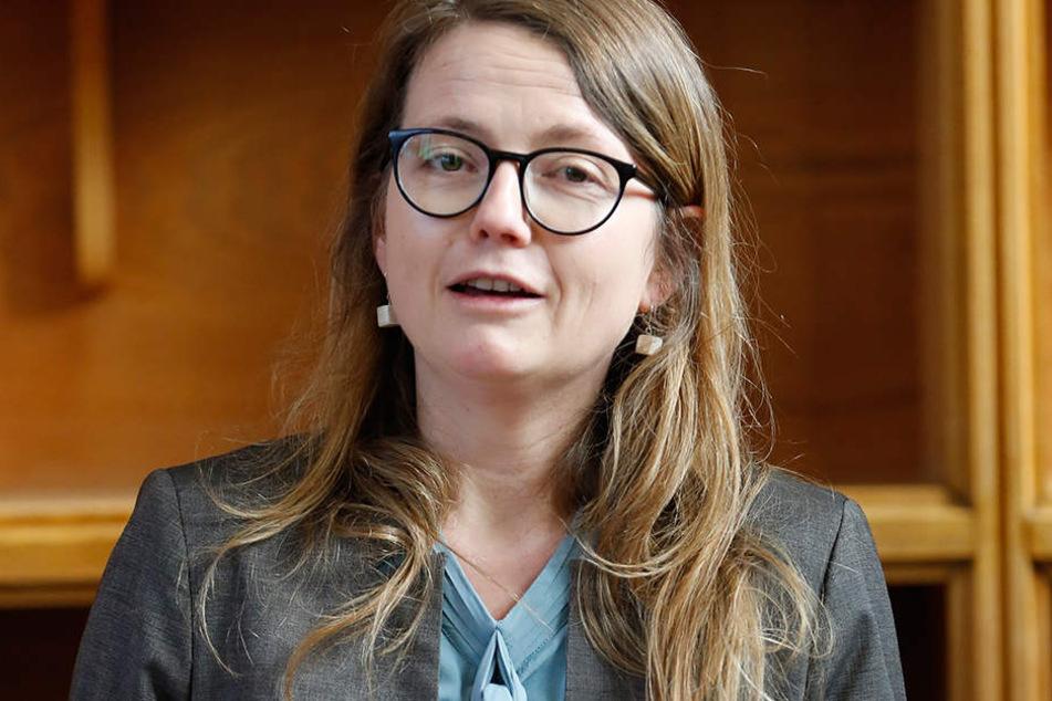 Kulturbürgermeisterin Annekatrin Klepsch (39, Linke) schießt gegen Philharmonie-Chefdirigent  Sanderling.