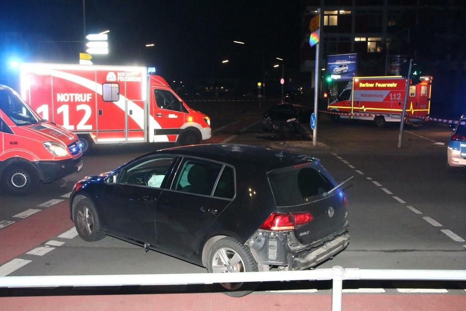 Bei der Flucht krachte der Fahrer in ein anderes Auto.