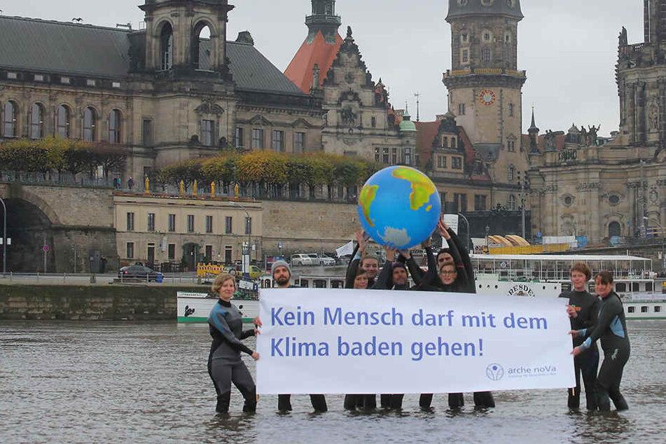 Ein Zeichen für den Klimaschutz setzte die Hilfsorganisation Arche Nova.