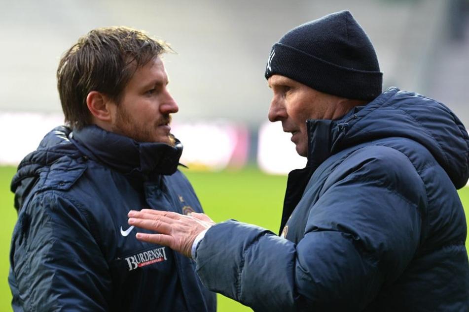 Ob Präsident Helge Leonhardt (r.) seinem Trainer Hannes Drews in diesem Moment sagt, dass er sich mehr Mut im Spiel nach vorn gewünscht hätte?