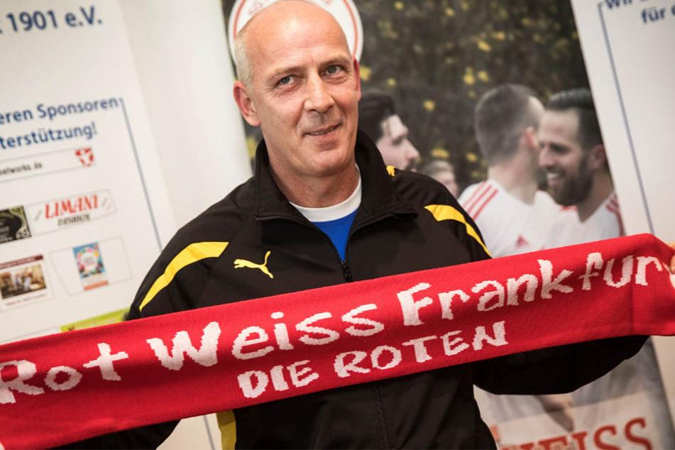Mario Basler will den strauchelnden Klub Rot-Weiss Frankfurt in ruhigere Gefilde führen.