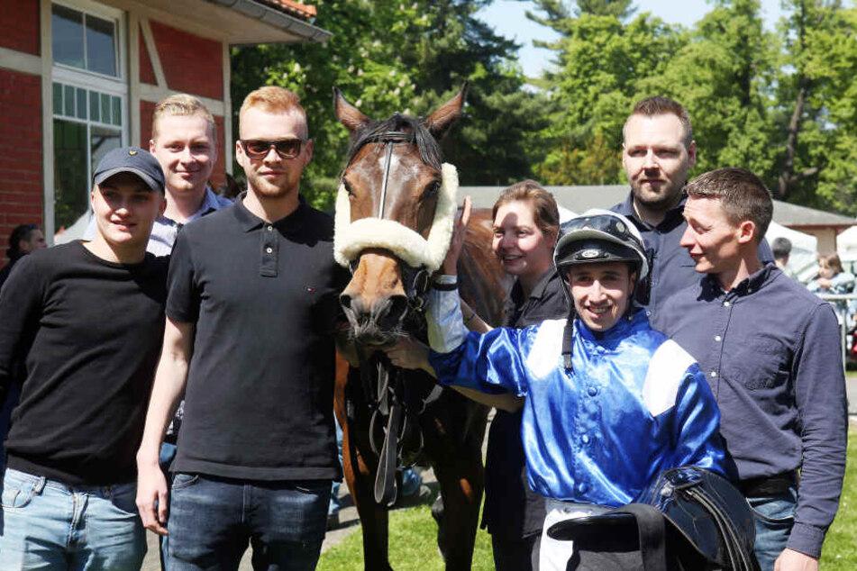 Sulafah mit Jockey Marco Casamento ließen den Dresdner Trainer Stefan Richter jubeln.