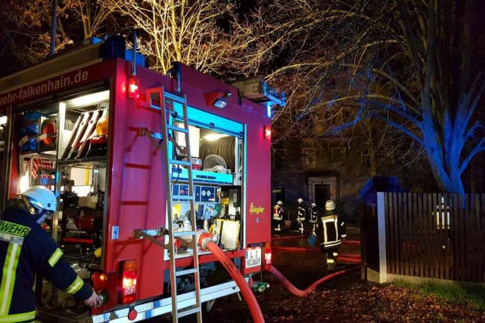 Bei einem Schwelbrand sollen am Sonntag neun Menschen verletzt worden sein.
