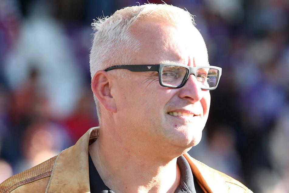 Geschäftsführer Michael Voigt (44) ärgert sich über die vielen Freitags-Partien der Veilchen.