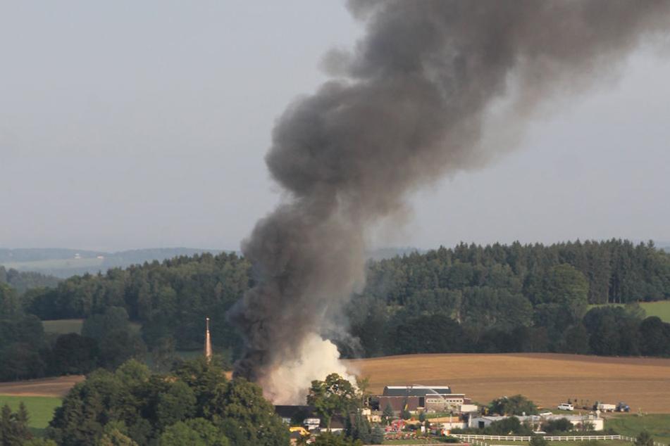 Großbrand! Riesige Rauchsäule überm Vogtland