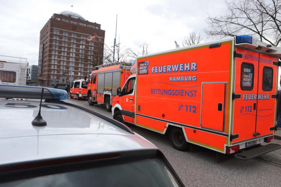 Die Feuerwehr rückte am Sonntagmittag zum Fähranleger aus.