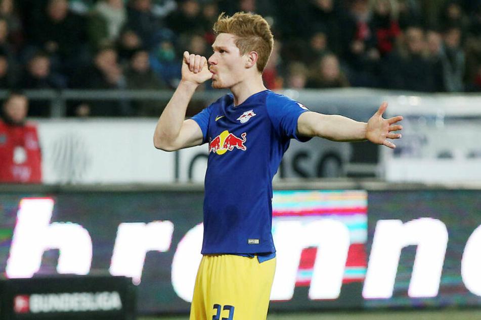 Nuckel-Jubel für seine schwangere Frau und das gemeinsame Kind: Marcel Halstenberg erzielte per Elfmeter das zwischenzeitliche 1:0 für RB Leipzig.