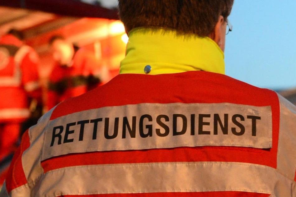 Die Verletzungen der Einsatzkräfte konnten ambulant behandelt werden. (Symbolbild)