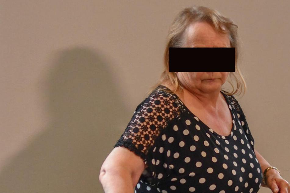 Angelika (62) gibt zu, Nachbarn getötet, vergraben und seine Rente kassiert zu haben