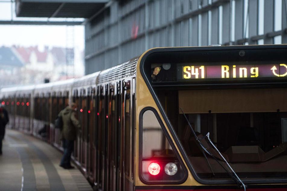 Der Sitz stand in Flammen: Jugendlicher zündelt in der S-Bahn