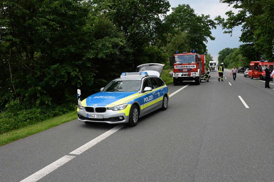Die Bundesstraße wurde von der Polizei für rund zwei Stunden gesperrt.