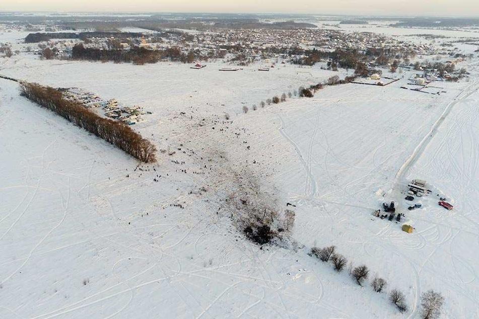 Am Sonntag war das Flugzeug der russischen Saratow Airline wenige Minuten nach dem Start vom Moskauer Flughafen Domodedowo abgestürzt.
