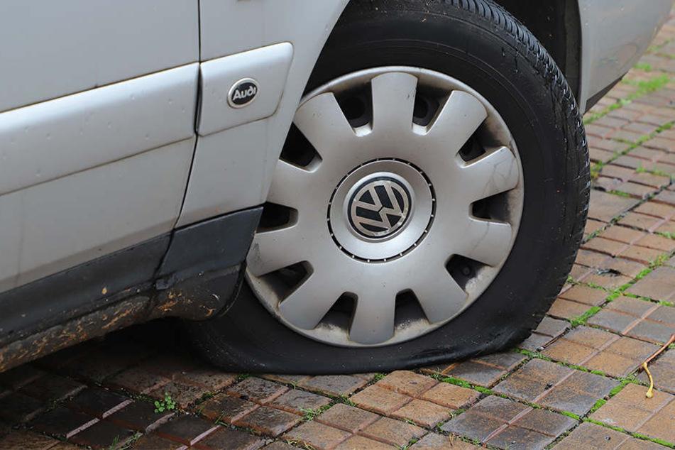 Reifenstecher schlägt wieder zu: Acht Autos beschädigt