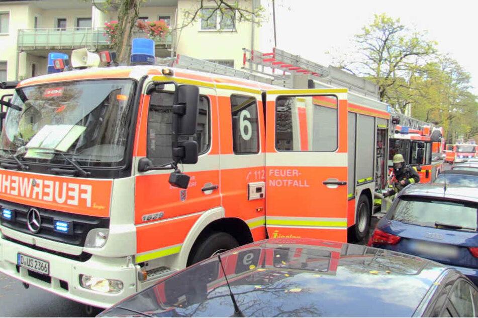 Zunächst gingen die Einsatzkräfte davon aus, dass sich noch eine Bewohnerin im brennenden Haus befindet.