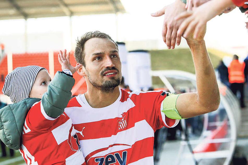 Lässt sich Samstag im heimischen Stadion noch einmal gebührend feiern: FSV-Kapitän Toni Wachsmuth.