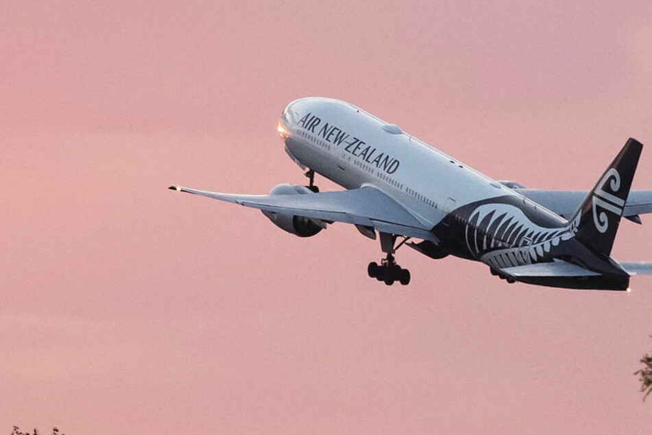 Bei vielen anderen Airlines muss man am Notausgang nur eine Frage beantworten, bei Air New Zealand noch Sicherheitshinweise ansehen.
