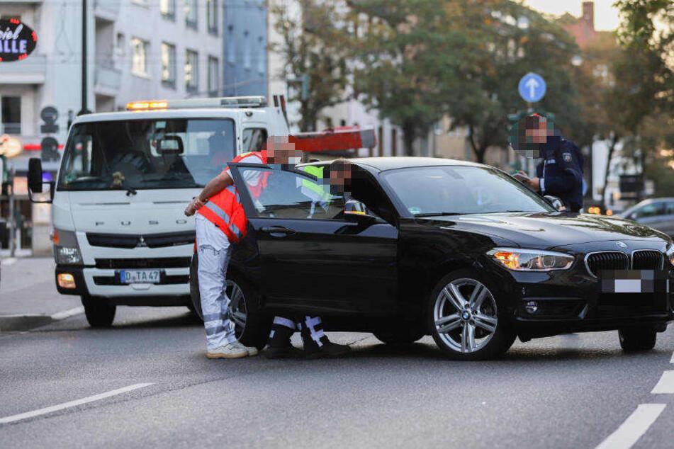 Der Motorradfahrer war nach der Kollission mit dem BMW über die Straße geschlittert und gegen ein geparktes geprallt.