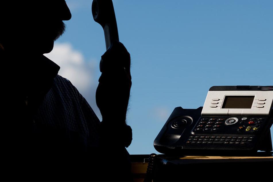 Der mutmaßliche Betrüger meldete sich per Telefon und stellte einen hohen Gewinn in Aussicht.