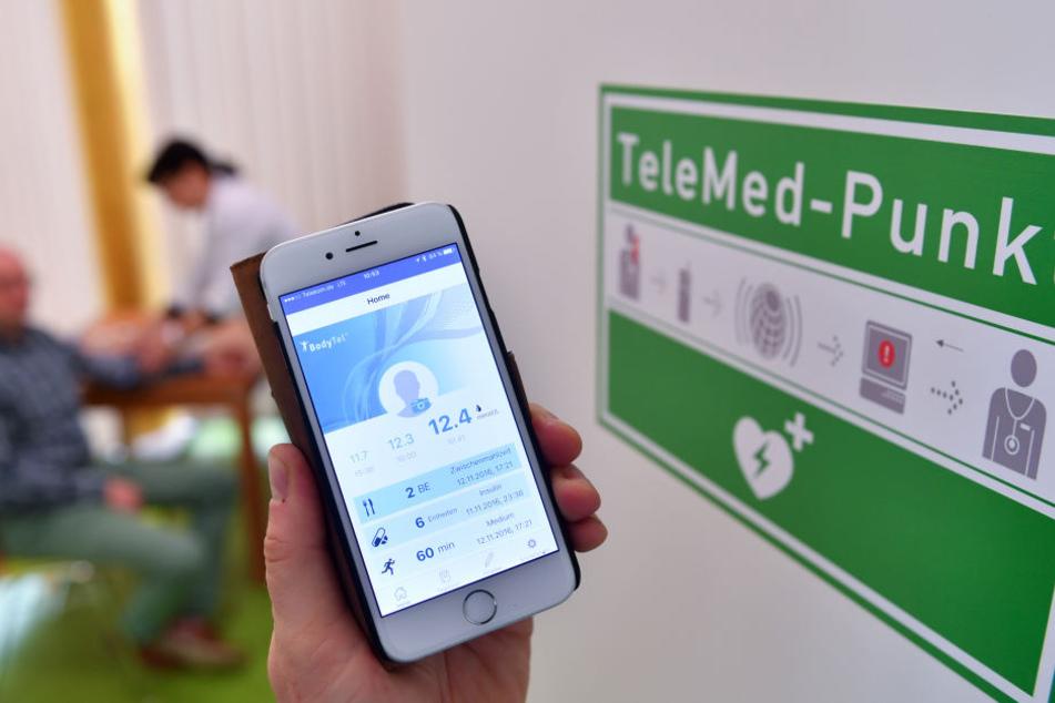 Blutdruckwerte per Smartphone an einen Arzt senden.