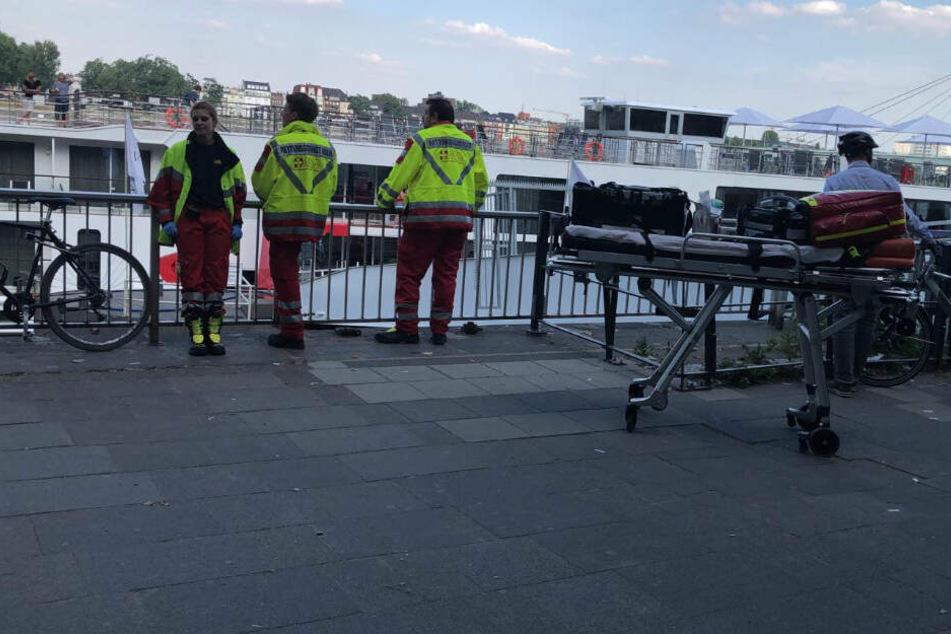 Rettungseinsatz am Kölner Altstadtufer
