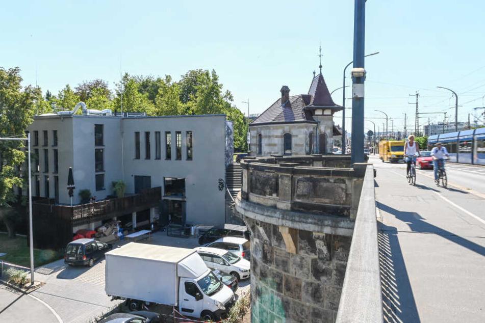 Das Pumpenhaus am Altstadtende der Marienbrücke.