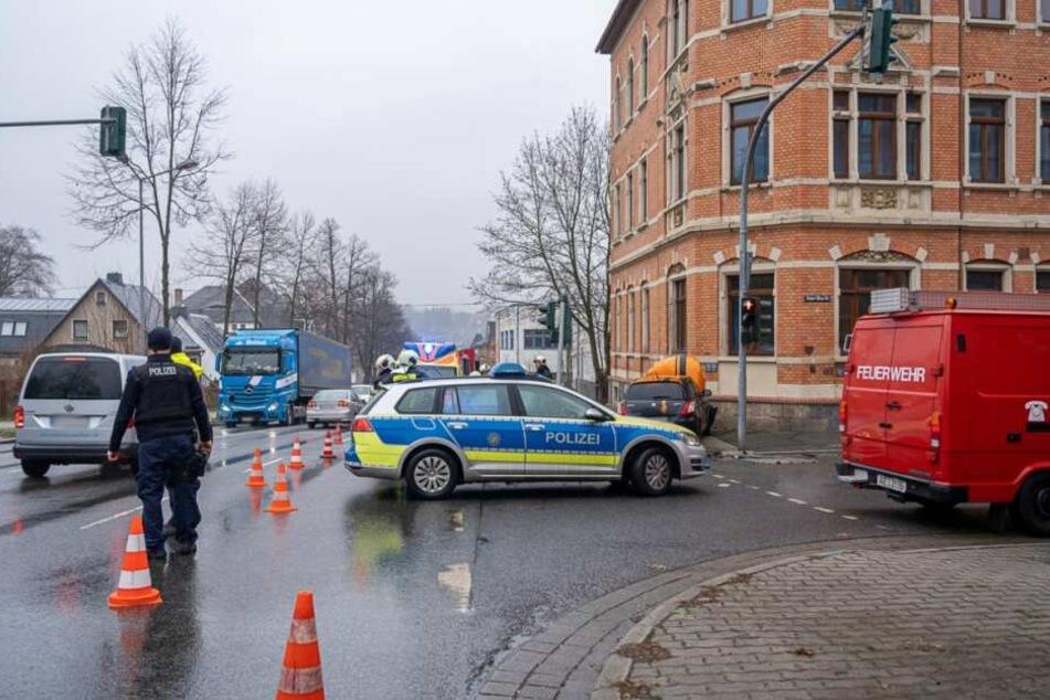 Die Straße musste teilweise gesperrt werden.