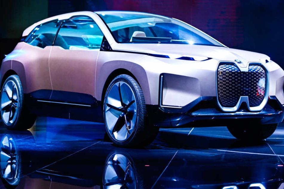 Der vollelektrische und hochautonom fahrende BMW iNext steht im Fokus.