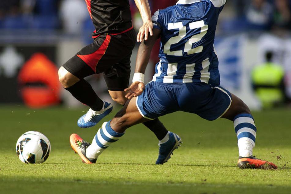 Ein Zusammenprall ist einem Fußballspieler aus der Schweiz jetzt teuer zu stehen gekommen.