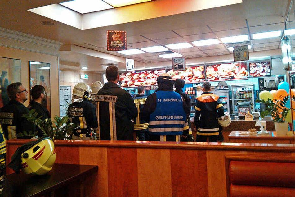 Zur Stärkung für die EInsatzkräfte gabs McDonalds.