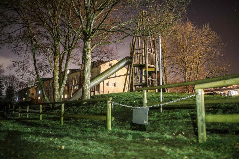 Nach tragischem Tod von Kleinkind (3): Zaun am Spielplatz wird verstärkt
