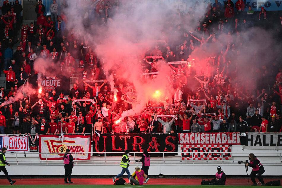 Auch in Prag wollen die mitgereisten Union-Fans wieder ein Stimmungs-Feuerwerk abbrennen - wie hier in Helsinki.