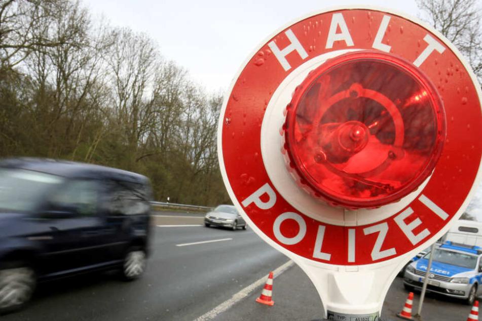 Die Bundesstraße 26 bei Aschaffenburg wurde von der Polizei gesperrt (Symbolbild).