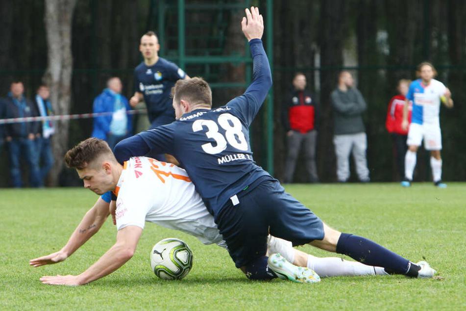 Robin Kamber (l.) gegen Tobias Müller.